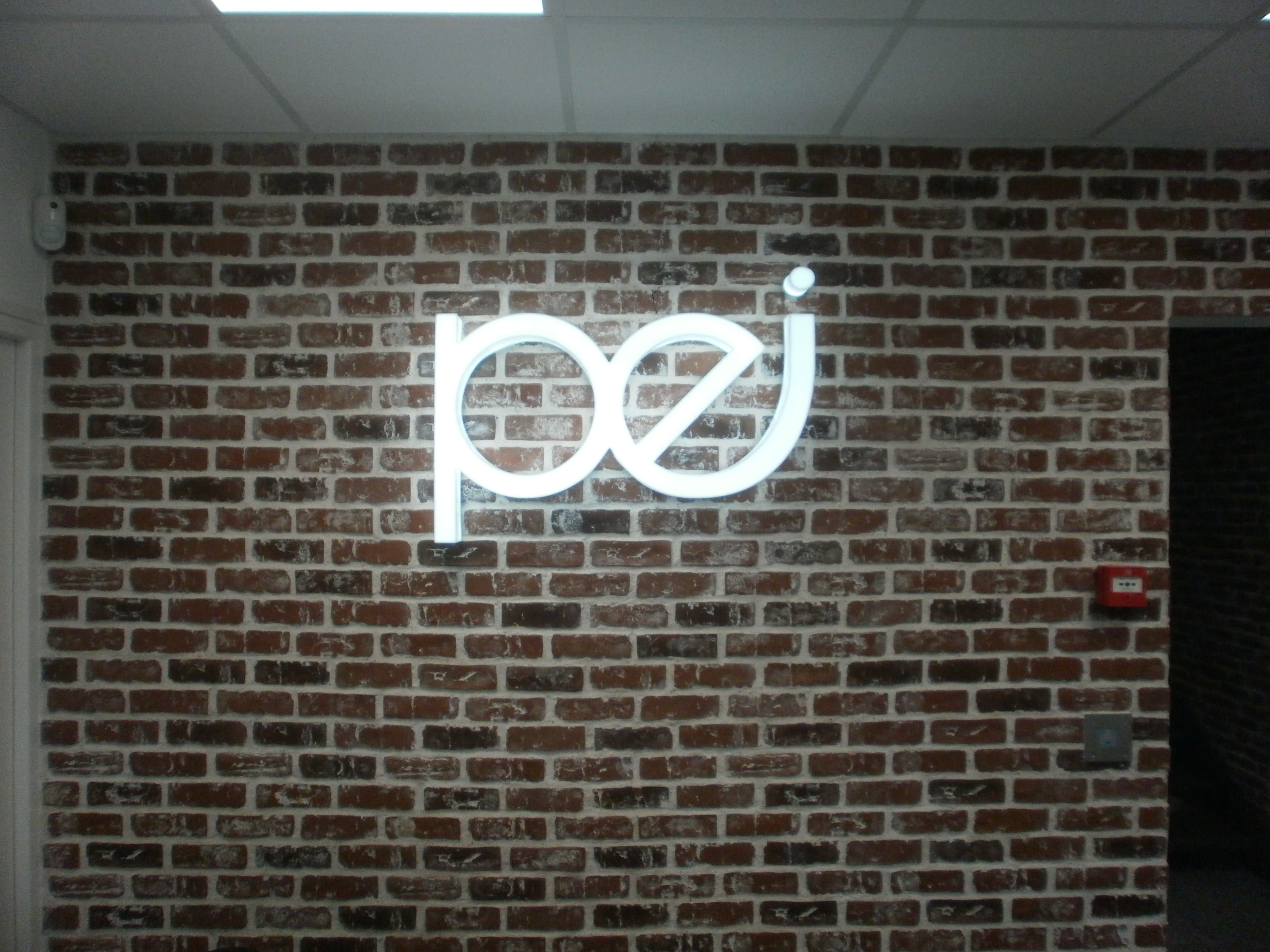 Lettres Reliefs en plexis diffusant